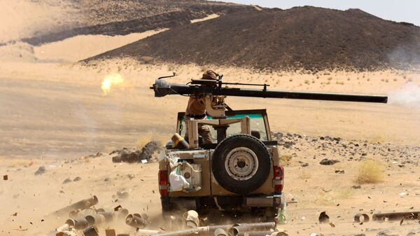 A Yemeni government fighter fires a vehicle-mounted weapon at a frontline position during fighting against Houthi fighters in Marib, Yemen March 9, 2021 - Sputnik International