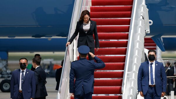 US Vice President Kamala Harris gets off the Air Force Two, after technical difficulties that made her change planes for her first international trip as Vice President to Guatemala and Mexico, at Joint Base Andrews, Maryland, US, 6 June 2021 - Sputnik International
