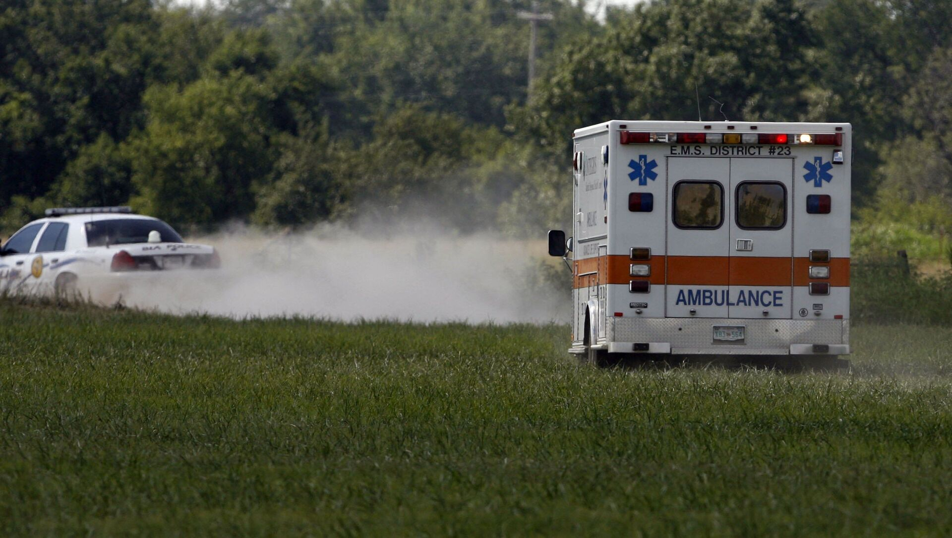 MIAMI, OK - JULY 23:  The ambulance carries thirty eight year old Trigger Gumm, who crashed while attempting a 315-foot motorcycle jump on a 450cc Service Honda outfitted with a custom-built 4-stroke engine at Buffalo Run Casino, July 23, 2006 in Miami, Oklahoma. If not for the crash, the jump would have been a world record with the length of more than a football field. After the crash, Gumm was able to walk to the medical car that transported him to a hospital for further evaluation. - Sputnik International, 1920, 31.07.2021