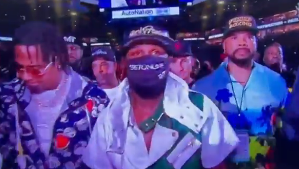 Screenshot from a video showing Floyd Mayweather wearing an OnlyFans hat before the fight with Logan Paul - Sputnik International