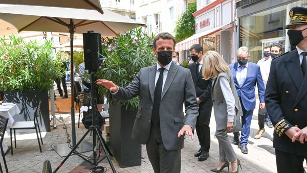 French President Emmanuel Macron arrives for a lunch in Valence, on June 8, 2021, during a day visit in the French southeastern department of Drome, the second stage of a nationwide tour ahead of next year's presidential election. - A bystander slapped Emmanuel Macron across the face during a trip to southeast France on June 8 on the second stop of a nation-wide tour. - Sputnik International