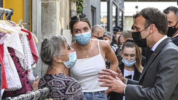 French President Emmanuel Macron talks to residents Tuesday June 8, 2021 in Valence, southeastern France.  - Sputnik International