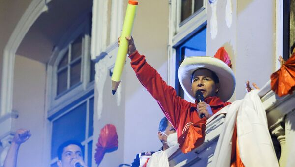 Peru's socialist presidential candidate Pedro Castillo addresses supporters at a final campaign event before a run-off election against right-wing candidate Keiko Fujimori on June 6, in Lima, Peru June 3, 2021. - Sputnik International