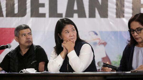 Peru's presidential candidate Keiko Fujimori (C), with first vice presidential candidate Luis Galarreta (L) and second vice presidential candidate Patricia Juarez, reacts at a news conference the day after a run-off election, in Lima, Peru June 7, 2021. - Sputnik International