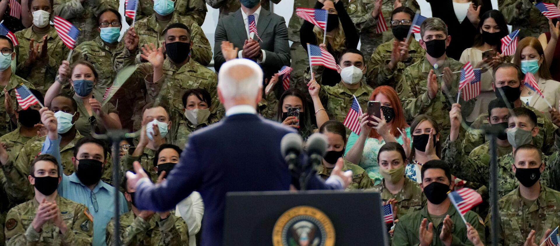 U.S. President Joe Biden delivers remarks to U.S. Air Force personnel and their families stationed at  RAF Mildenhall, ahead of the G7 Summit, near Mildenhall, Britain June 9, 2021. - Sputnik International, 1920, 09.06.2021