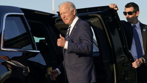 President Joe Biden steps into a motorcade vehicle after arriving at RAF Mildenhall in Suffolk, England, Wednesday, June 9, 2021. - Sputnik International