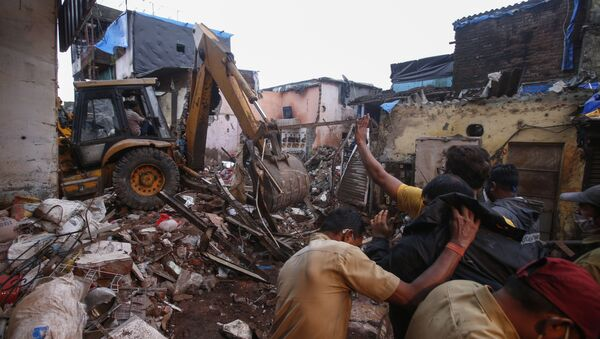 Rescuers clear the debris to find any residents possibly still trapped after a three-story dilapidated building collapsed following heavy monsoon rains n Mumbai, India, Thursday, June 10, 2021 - Sputnik International