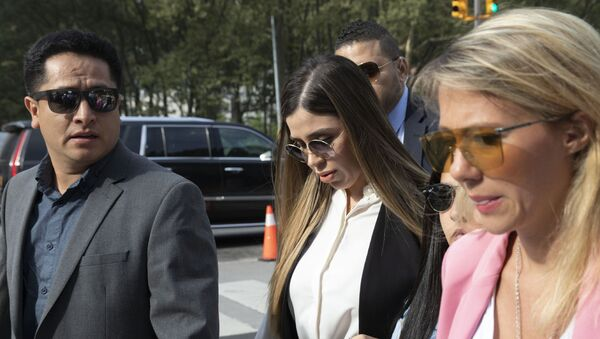 In this July 17, 2019 file photo, Emma Coronel Aispuro, center, wife of Mexican drug lord Joaquin El Chapo Guzman, arrives for his sentencing at Brooklyn federal court, in New York. According to the United States Department of Justice, Coronel has been arrested on Monday, Feb. 22, 2021, under drug trafficking charges - Sputnik International