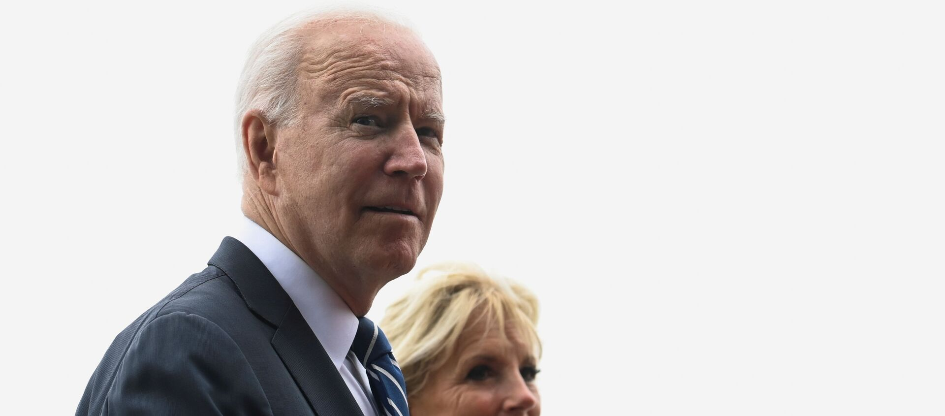U.S. President Joe Biden and first lady Jill Biden walk outside Carbis Bay Hotel during their meeting with Britain's Prime Minister Boris Johnson and his wife Carrie Johnson (not pictured) , at Carbis Bay, Cornwall, Britain June 10, 2021. - Sputnik International, 1920, 12.06.2021