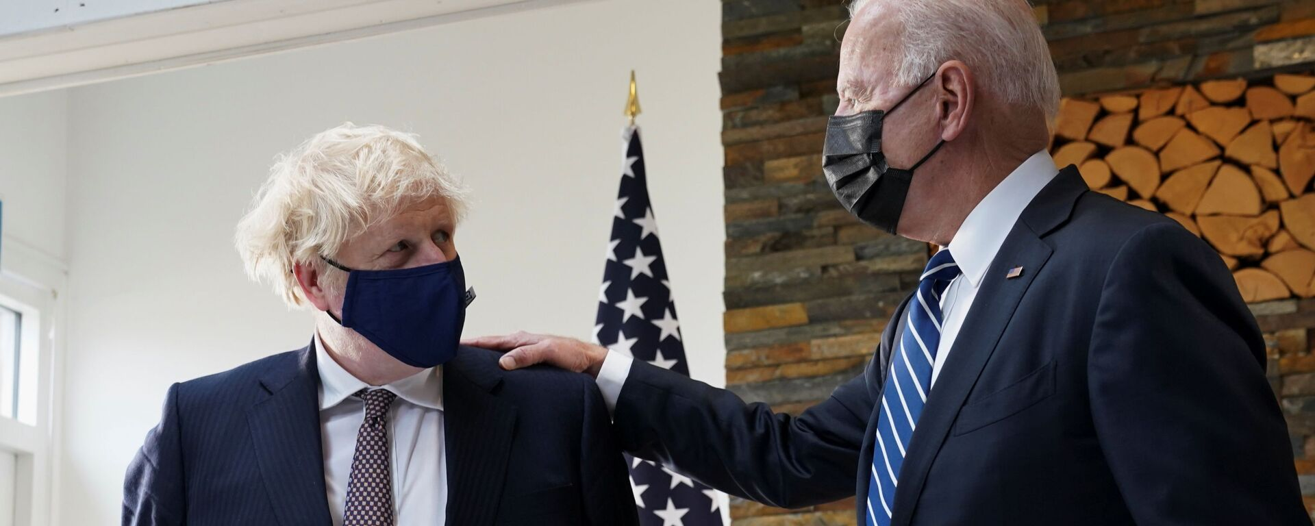 U.S. President Joe Biden speaks with Britain's Prime Minister Boris Johnson, as they look at historical documents and artefacts relating to the Atlantic Charter during their meeting, at Carbis Bay Hotel, Carbis Bay, Cornwall, Britain June 10, 2021  - Sputnik International, 1920, 13.09.2021
