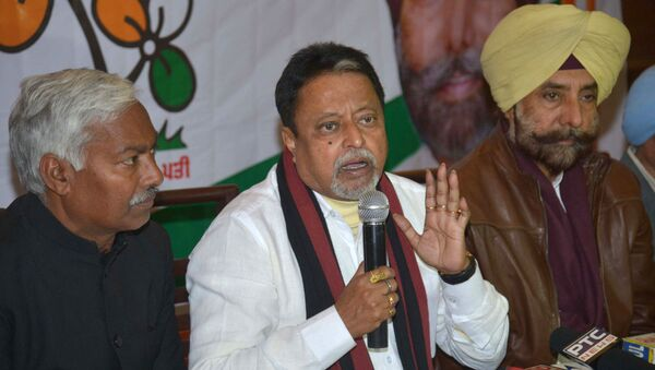 All India Trinamool Congress (AITC) party National Vice-President and former Indian Minister of Railways, Mukul Roy (C) speaks during a press conference in Amritsar on 10 January 2017. - Sputnik International