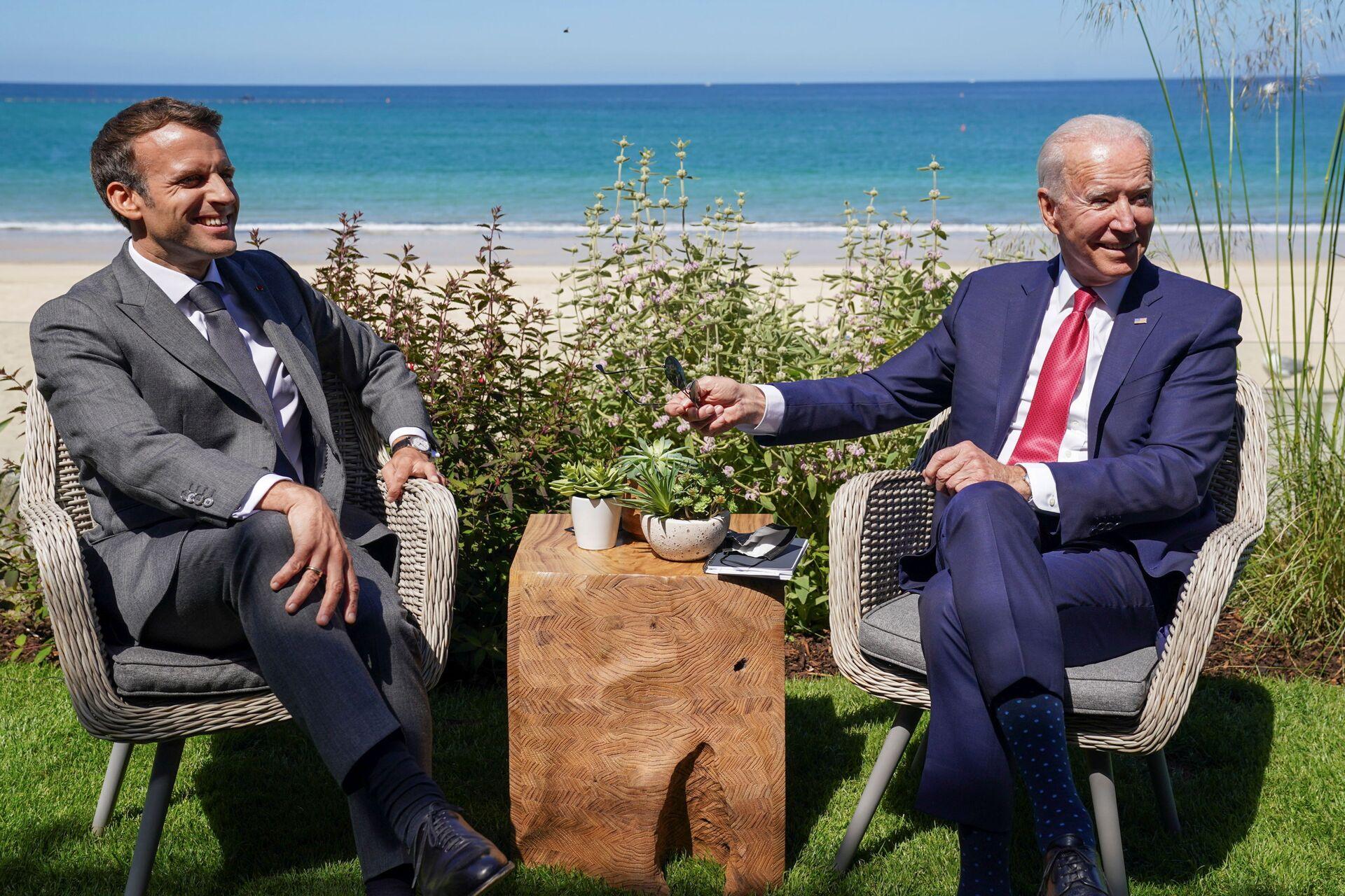 U.S. President Joe Biden and France's President Emmanuel Macron attend a bilateral meeting during the G7 summit in Carbis Bay, Cornwall, Britain, June 12, 2021. - Sputnik International, 1920, 18.09.2021