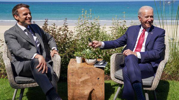U.S. President Joe Biden and France's President Emmanuel Macron attend a bilateral meeting during the G7 summit in Carbis Bay, Cornwall, Britain, June 12, 2021. - Sputnik International