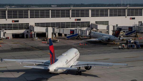Delta Airlines passenger jets are docked at Detroit Metropolitan Wayne County Airport in Detroit, Michigan, U.S. June 12, 2021. - Sputnik International