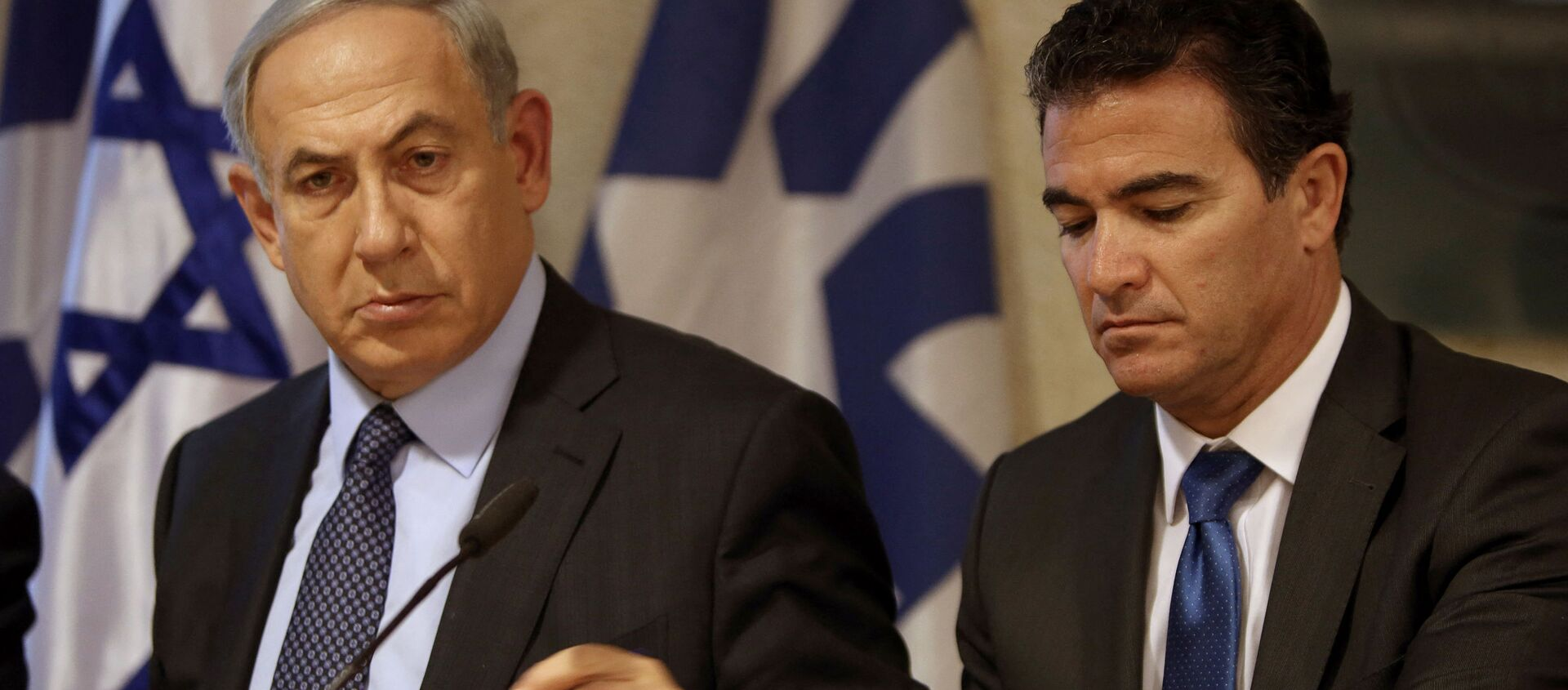 A file picture taken at the Israeli foreign ministry on October 15, 2015, shows Prime Minister Benjamin Netanyahu (L) sitting next to Yossi Cohen, who is currently the head of Israel's National Security Council, and who was named as the 12th head of the Mossad intelligence agency by Netanyahu on December 7, 2015. - Sputnik International, 1920, 12.06.2021