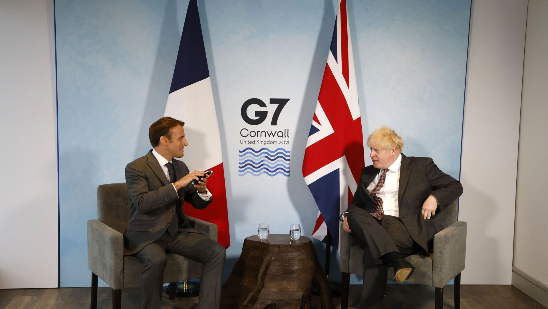 Britain's Prime Minister Boris Johnson and France's President Emmanuel Macron take part in a bilateral meeting during the G7 summit in Carbis bay, Cornwall on June 12, 2021.  - Sputnik International, 1920, 13.06.2021