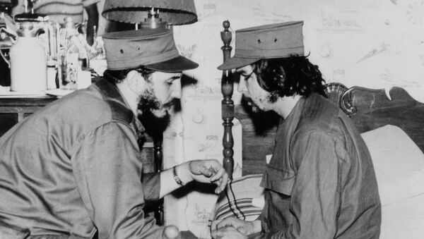 (FILES)This 1959 file photo shows Cuban Fidel Castro (L), then 33 years old, chatting with ailing 31-year-old Ernesto Che Guevara, at his barracks in Havana, shortly after both led the revolution that overthrew the Batista regime.  - Sputnik International