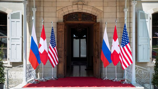 Flags of the U.S., Russia and Switzerland are pictured in front of the entrance of villa La Grange, one day prior to the meeting of U.S. President Joe Biden and Russian President Vladimir Putin in Geneva, Switzerland June 15, 2021 - Sputnik International