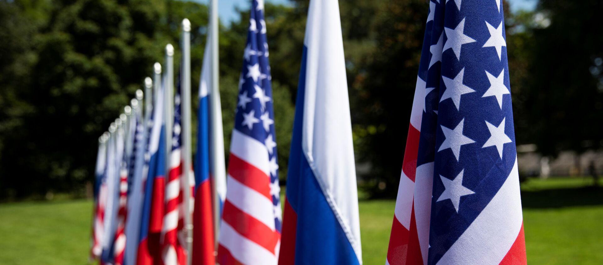 Flags of the U.S., Russia and Switzerland are pictured in the garden in front of villa La Grange, one day prior to the meeting of U.S. President Joe Biden and Russian President Vladimir Putin in Geneva, Switzerland - Sputnik International, 1920, 20.06.2021