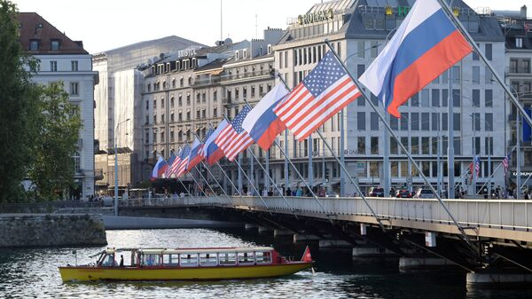 A view shows Mont-Blanc bridge decorated with flags of the USA and Russia ahead of the June 16 summit between U.S. President Joe Biden and Russian President Vladimir Putin, in Geneva, Switzerland - Sputnik International