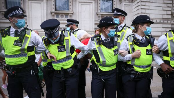 Police officers apprehend a demonstrator during an anti-lockdown and anti-vaccine protest, amid the coronavirus disease (COVID-19) pandemic, in London, Britain, June 14, 2021. REUTERS - Sputnik International