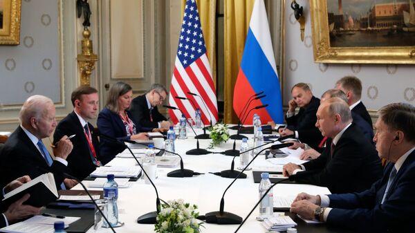 Russian President Vladimir Putin Meets US President Joe Biden in Geneva - Sputnik International