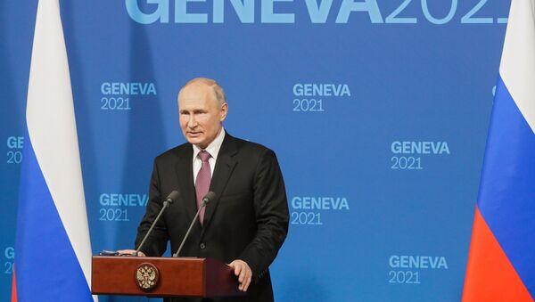 Vladimir Putin gives a press conference following a meeting with Joe Biden in Geneva - Sputnik International