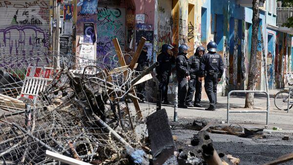 Police officers stand near extinguished barricades at Rigaer Street in Berlin, Germany, June 16, 2021 - Sputnik International