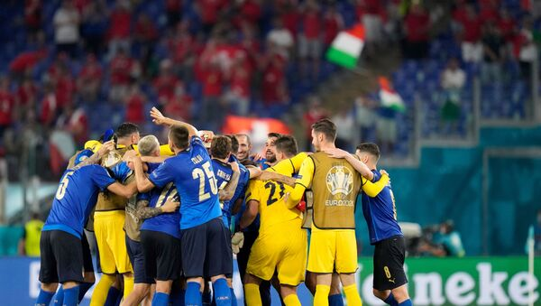 Italy's players celebrate their win after the UEFA EURO 2020 Group A football match between Italy and Switzerland at the Olympic Stadium in Rome on June 16, 2021 - Sputnik International