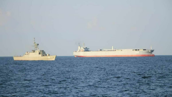 The Makran expeditionary sea base and fuel ship and Sahand frigate. - Sputnik International