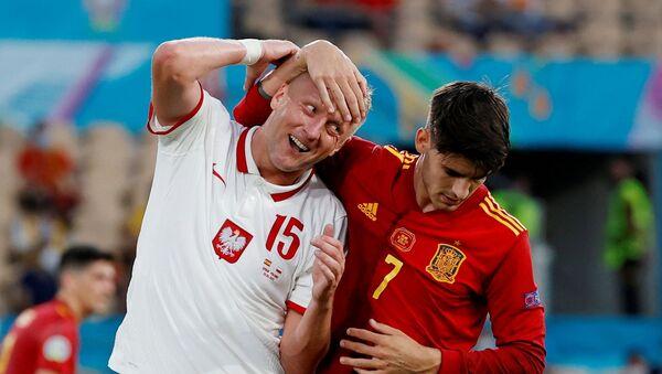 Soccer Football - Euro 2020 - Group E - Spain v Poland - La Cartuja Stadium, Seville, Spain - June 19, 2021 Poland's Kamil Glik in action with Spain's Alvaro Morata Pool via REUTERS/Julio Munoz  - Sputnik International