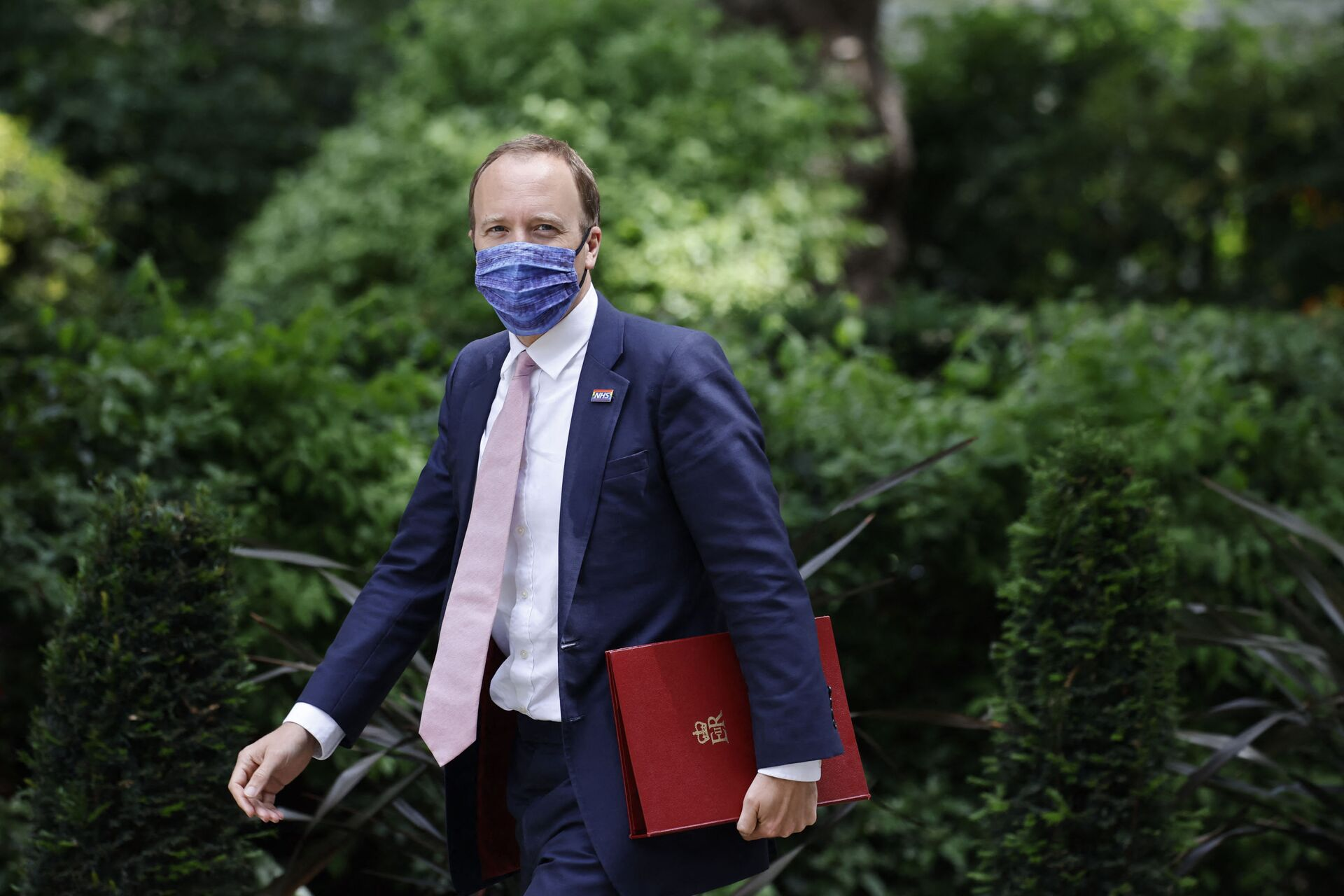 Britain's Health Secretary Matt Hancock walks along Downing Street in central London on June 15, 2021 - Sputnik International, 1920, 07.09.2021