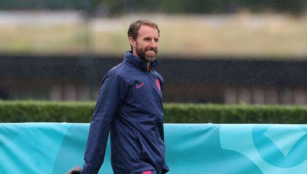 Soccer Football - Euro 2020 - England Training - Tottenham Hotspur Training Centre, London, Britain - June 21, 2021 England manager Gareth Southgate during training REUTERS/Carl Recine - Sputnik International