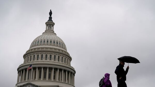 People walk past the Capitol Dome ahead of an expected vote in the impeachment trial of U.S. President Donald Trump on Capitol Hill in Washington, U.S., February 5, 2020. - Sputnik International