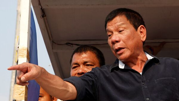 Presidential candidate Rodrigo Digong Duterte greets supporters during election campaigning in Malabon, Metro Manila in the Philippines April 27, 2016.    REUTERS/Erik De Castro/File Photo - Sputnik International