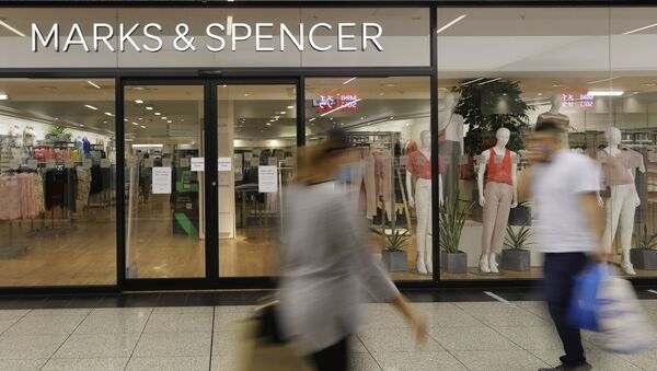 Shoppers pass a branch of Marks and Spencer in London - Sputnik International