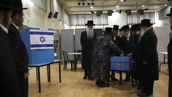 FILE - In this Tuesday, Sept. 17, 2019 file photo, ultra-Orthodox Jews watch Rabbi Israel Hager vote in Bnei Brak, Israel. Prime Minister Benjamin Netanyahu has called on his rival, Benny Gantz, to join a unity government, after unprecedented repeat elections returned a near tie between the two main parties. - Sputnik International