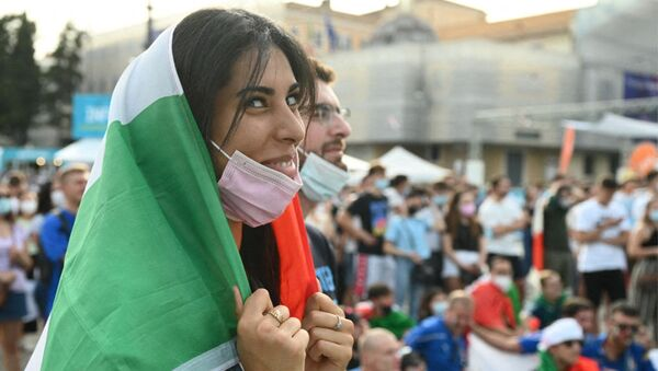 Italy fans cheer their team as they watch on a giant screen, from an official fan zone at Piazza del Popolo in Rome, the UEFA EURO 2020 Group A football match between Italy and Wales, on 20 June 2021.  - Sputnik International