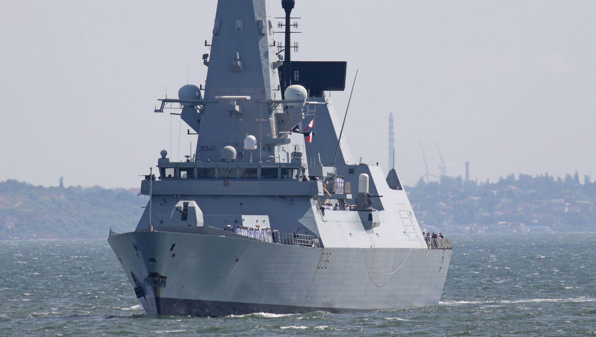 British Royal Navy's Type 45 destroyer HMS Defender arrives at the Black Sea port of Odessa, Ukraine June 18, 2021. - Sputnik International, 1920, 27.07.2021