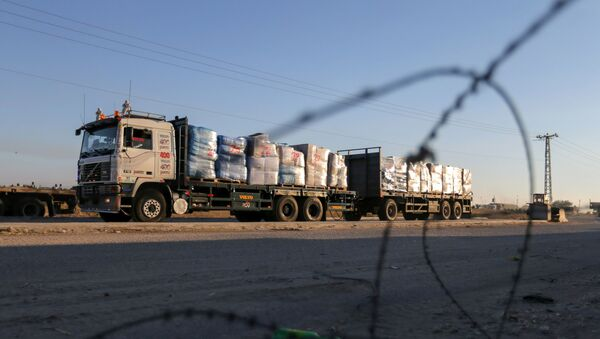 A truck carrying clothes for export is seen at Kerem Shalom crossing in Rafah in the southern Gaza Strip, June 21, 2021.  - Sputnik International