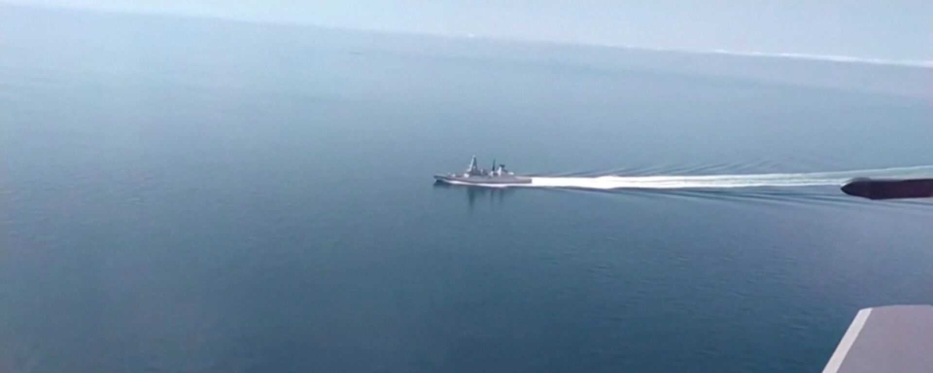 A still image taken from a video released by Russia's Defence Ministry allegedly shows British Royal Navy's Type 45 destroyer HMS Defender filmed from a Russian military aircraft in the Black Sea, June 23, 2021 - Sputnik International, 1920, 27.06.2021