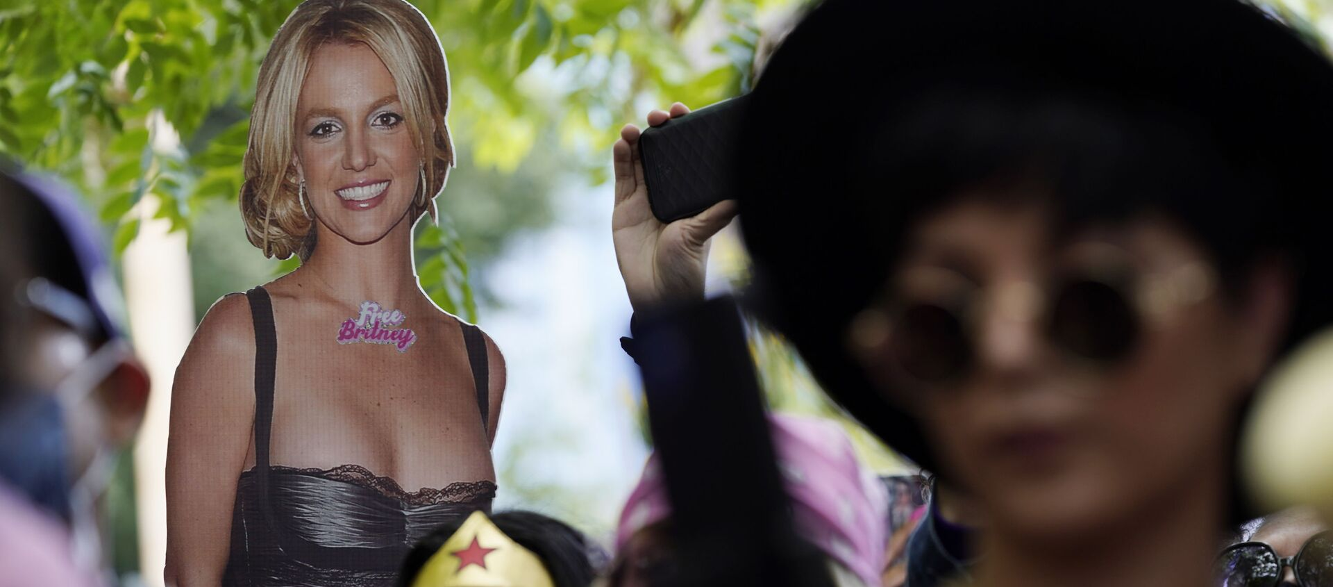 A cut-out of Britney Spears is seen in the crowd outside a court hearing concerning the pop singer's conservatorship at the Stanley Mosk Courthouse, Wednesday, June 23, 2021, in Los Angeles.  - Sputnik International, 1920, 30.07.2021