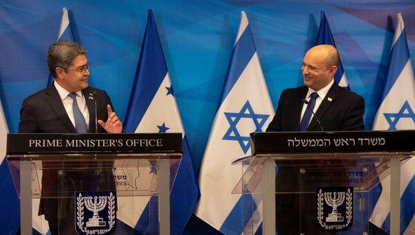 Israeli Prime Minister Naftali Bennett and Honduran President Juan Orlando Hernandez attend a joint statement at the Prime Minister's Office in Jerusalem, June 24, 2021.  - Sputnik International