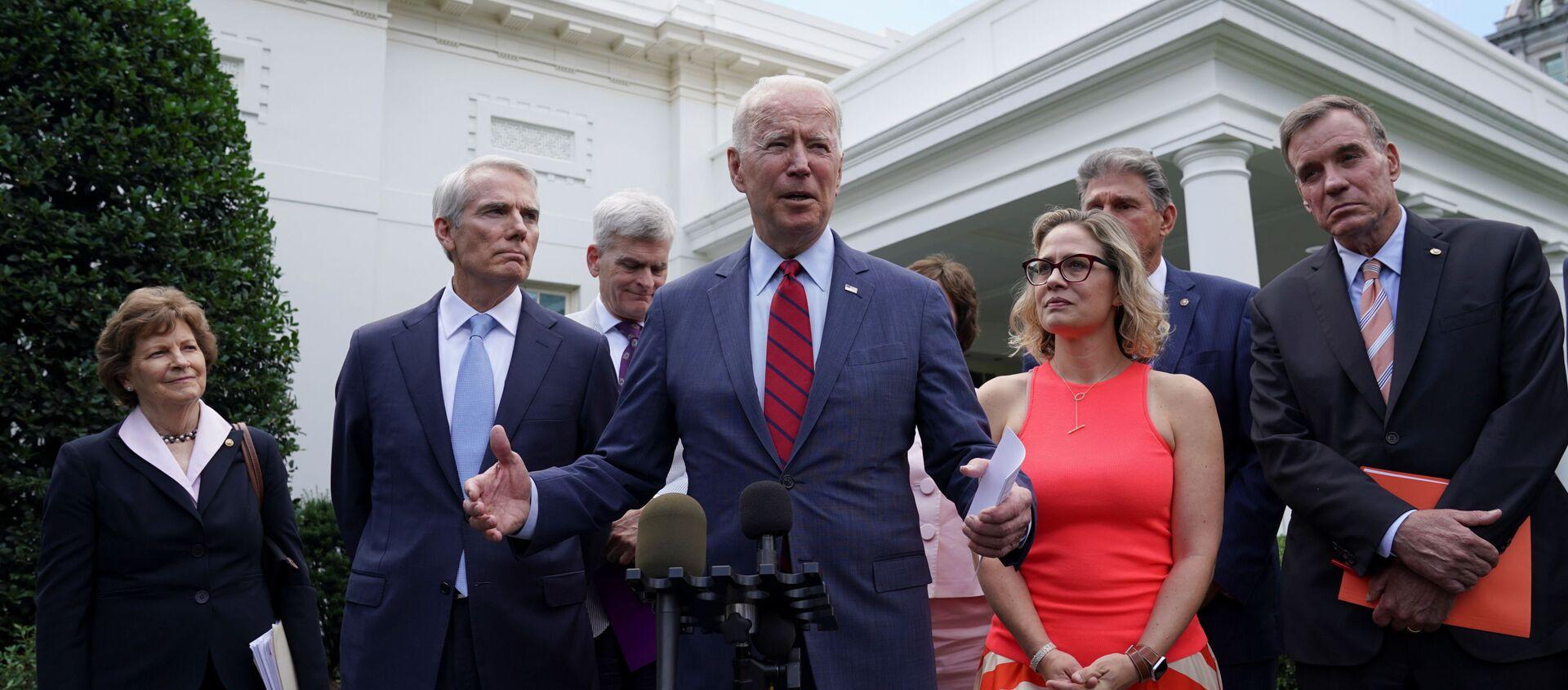U.S. President Joe Biden speaks following a bipartisan meeting with U.S. senators about the proposed framework for the infrastructure bill, at the White House in Washington, U.S., June 24, 2021. - Sputnik International, 1920, 24.06.2021