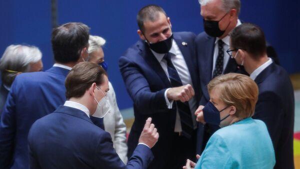 Austrian Chancellor Sebastian Kurz and German Chancellor Angela Merkel talk at the start of the European Union leaders meeting in Brussels, Belgium, June 24, 2021. - Sputnik International