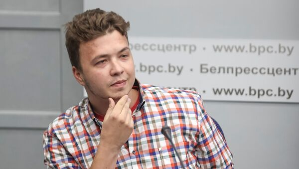Jailed Belarus journalist Roman Protasevich takes part in a press conference about the forced landing of the Ryanair passenger plane on which he was travelling, in Minsk, Belarus June 14, 2021 - Sputnik International