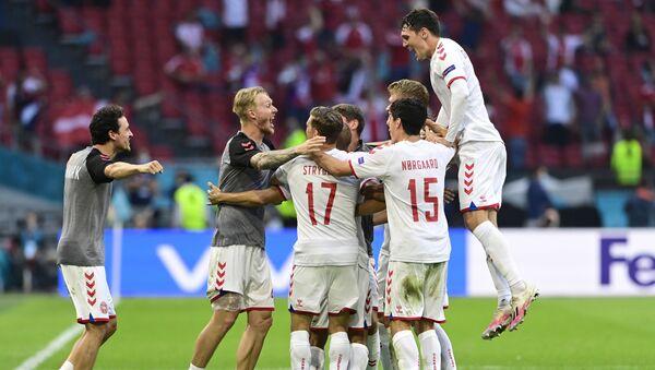 Denmark players celebrate after the match - Sputnik International