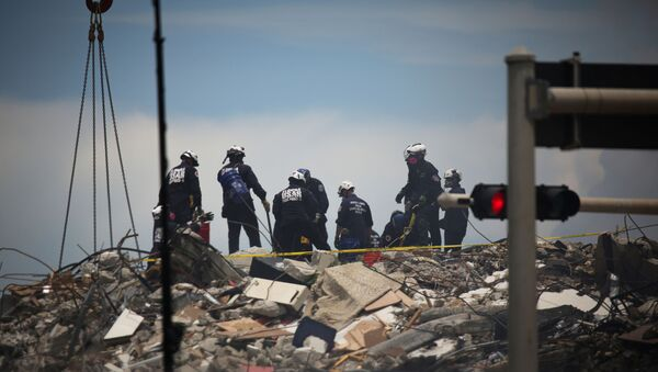 Rescue personnel continues search and rescue operations for survivors of a partially collapsed residential building in Surfside, near Miami Beach, Florida, U.S. June 26, 2021. - Sputnik International