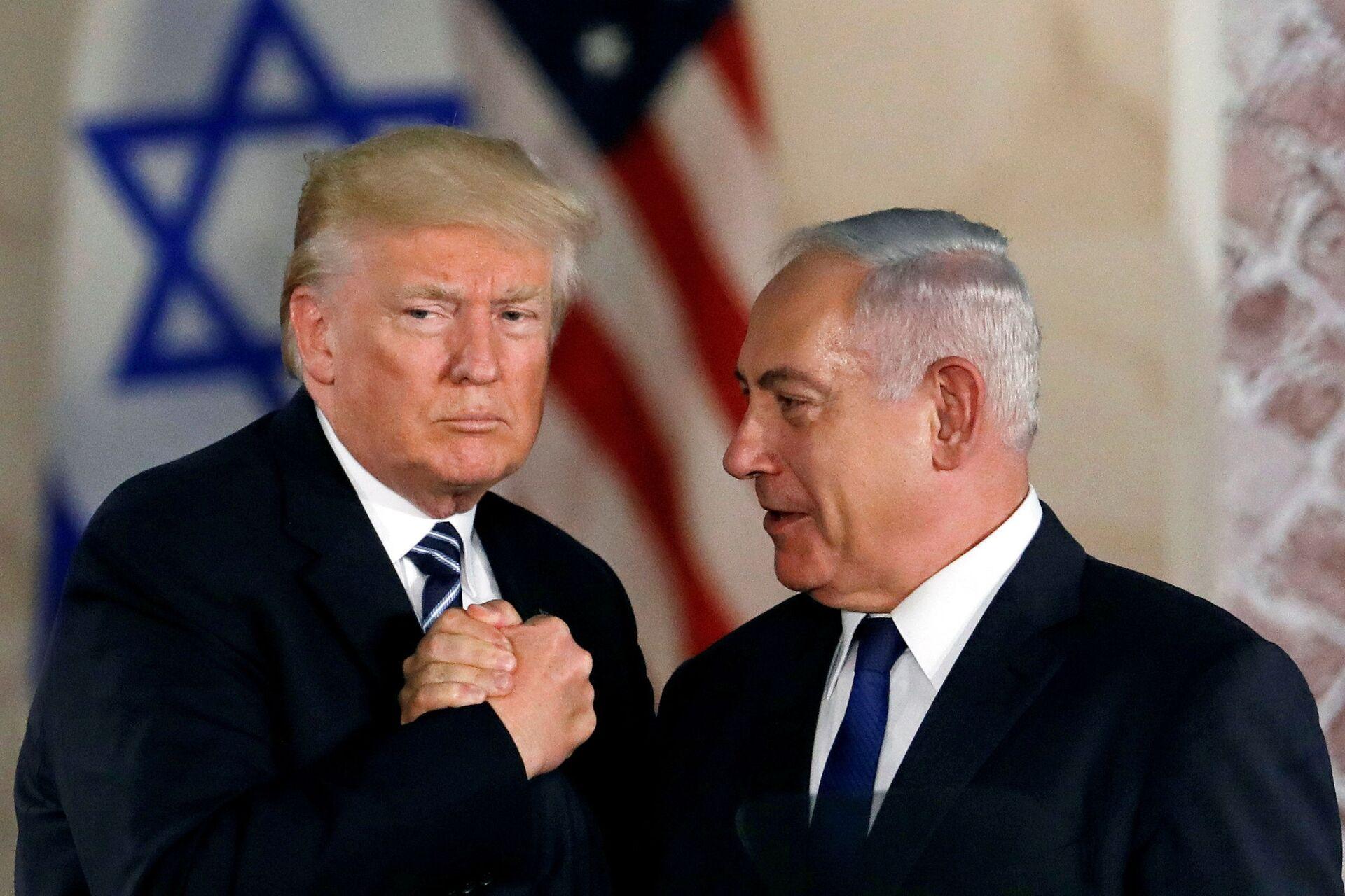 U.S. President Donald Trump and Israeli Prime Minister Benjamin Netanyahu shake hands after Trump's address at the Israel Museum in Jerusalem May 23, 2017. - Sputnik International, 1920, 11.09.2021