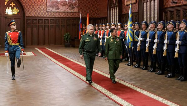 Russia's Defense Minister Sergei Shoigu and Myanmar's Commander in-Chief Senior General Min Aung Hlaing walk past the honour guard prior to their talks in Moscow, Russia June 22, 2021. - Sputnik International